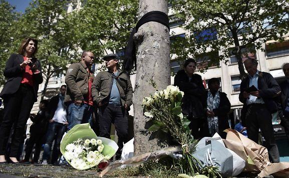 Jeudi soir vers 21 heures, trois jours avant le premier tour de l'élection présidenteielle, un terroriste a tué un policier et en a blessé deux autres, ainsi qu'une touriste, sur la célèbre avenue des Champs-Elysées.