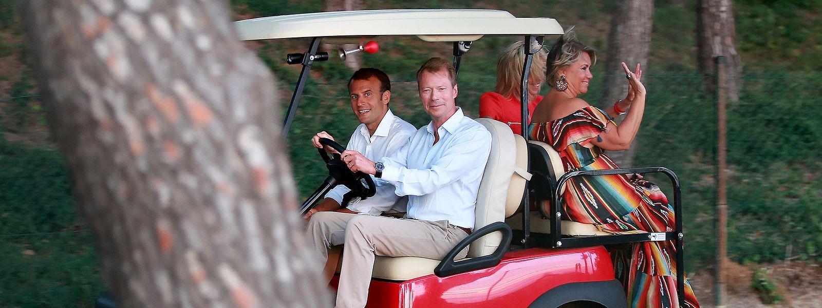 Le grand-duc Henri et la grande-duchesse Maria Teresa accompagnés d'Emmanuel et Brigitte Macron.