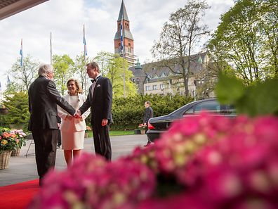 Marshal Lucien Weiler welcomed the Grand Ducal couple in front of Finlandia Hall.