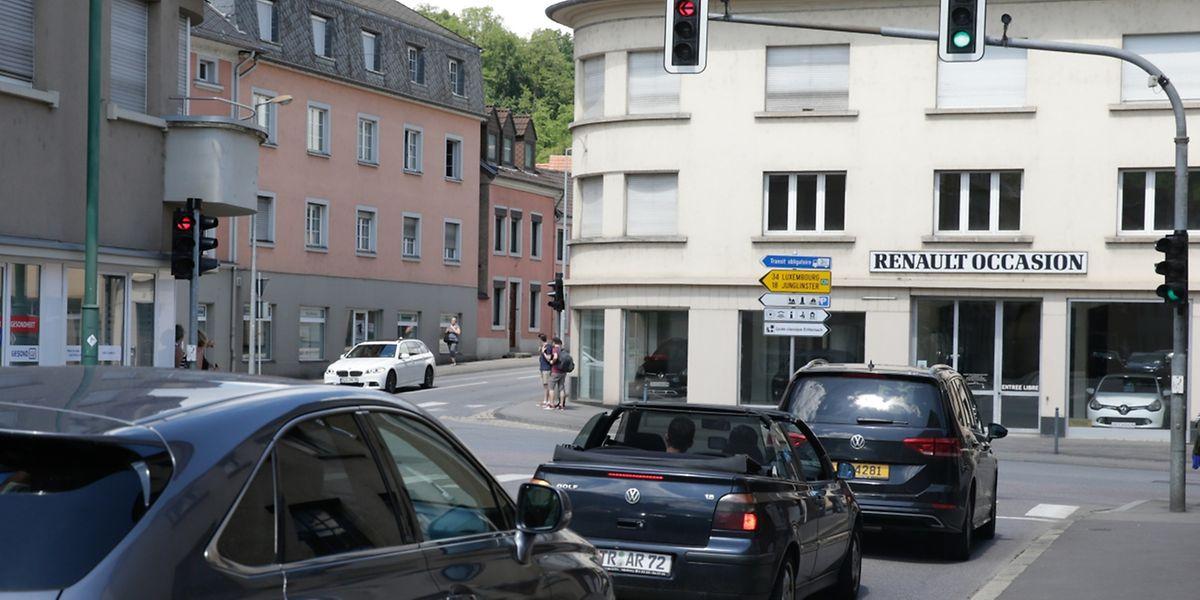 Die asymmetrische Knepper-Kreuzung, wo sich vier Durchgangsstraßen treffen, ist eine der Ursachen für lange Staus.