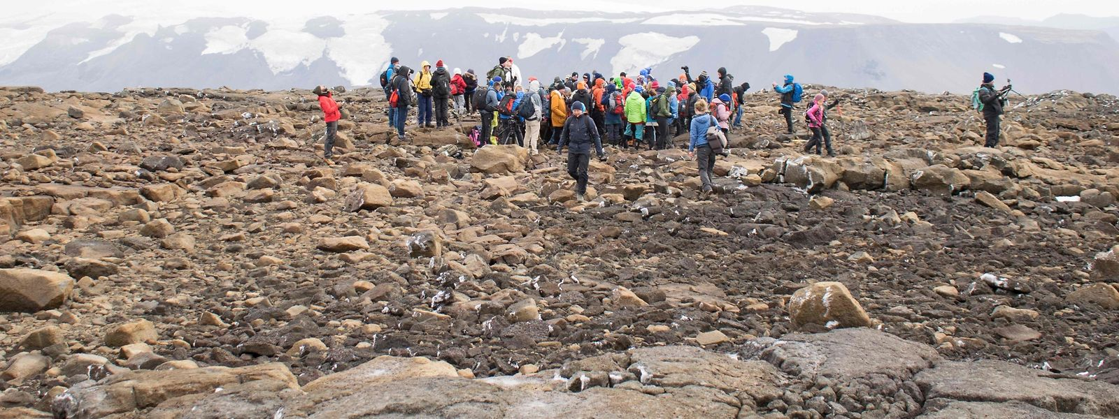 Etwa 100 Menschen wohnten der Gedenkzeremonie für den Okjokull bei.