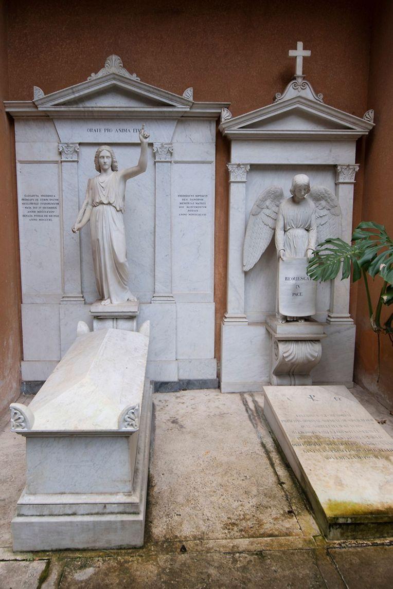 Forensiker öffneten zwei Gräber um neue Hinweise um das Verschwinden von Emanuela Orlandi zu finden.