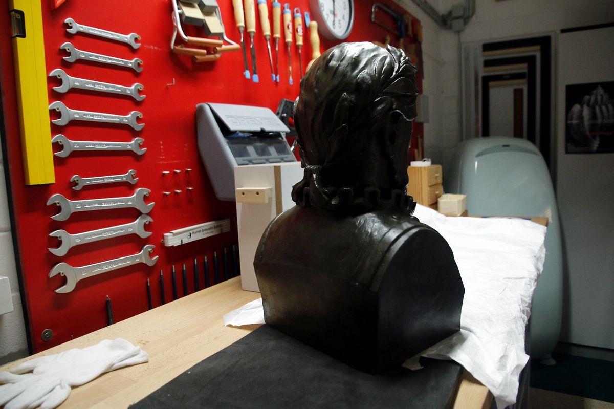 O busto de Camões já está pronto para mudar-se para Merl