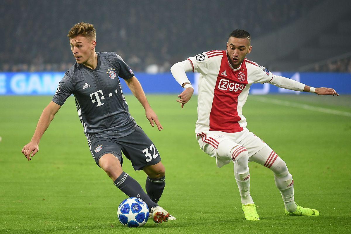 Joshua Kimmich (Bayern, à g., en gris) efface le Marocain de l'Ajax, Hakim Ziyech