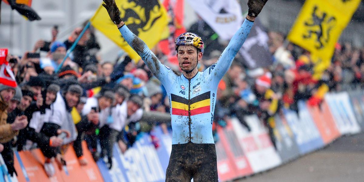 Er könnte eine Ära prägen: Wout van Aert feierte den dritten Titel in Folge.