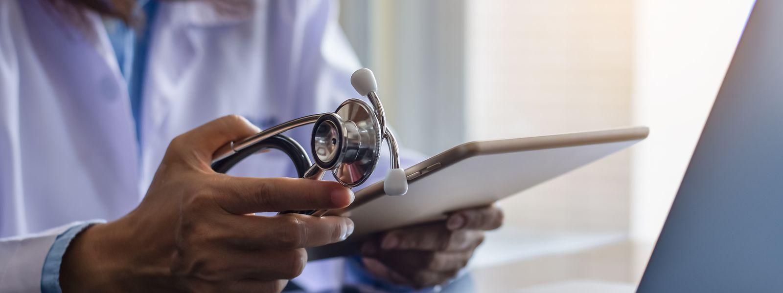 Gesundheitsdaten bündeln und somit Arztbesuche oder einen Arztwechsel vereinfachen – dabei hilft das Dossier de soins partagé.