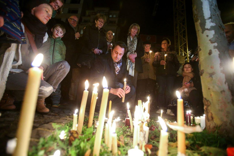 Zur spontanen Solidaritätsversammlung am Sonntagabend sollen nach ersten Angaben mehrere Hundert Menschen zusammengekommen sein.