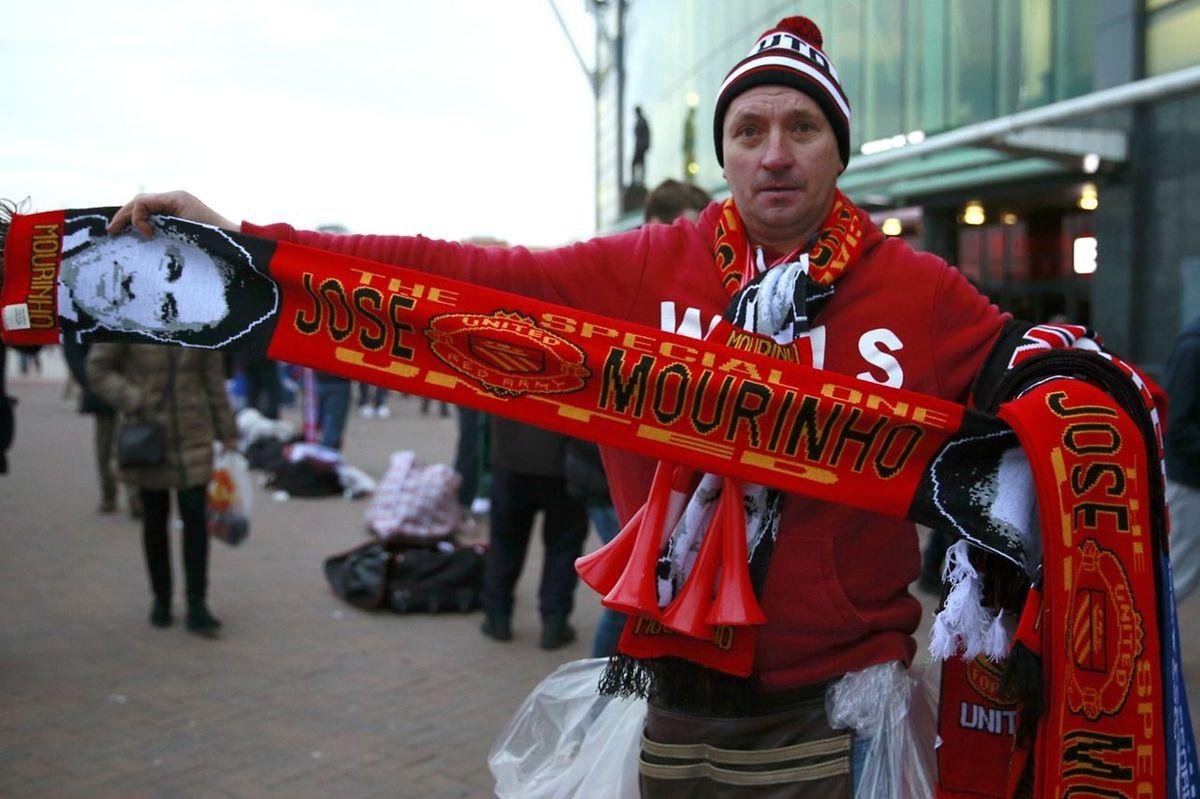 Já há cachecóis de José Mourinho em Manchester