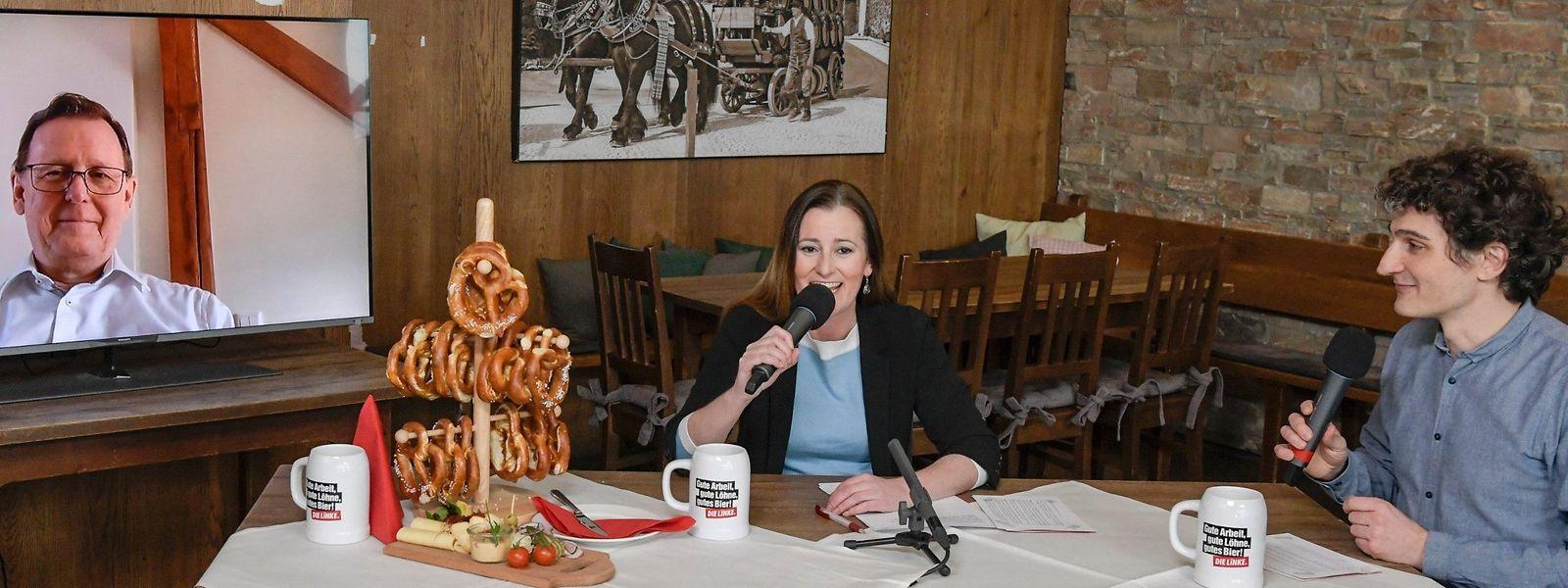 Sie ist eine der größten Talente der deutschen Linken: Die Vorsitzenden-Kandidatin Janine Wissler beim Politischen Aschermittwoch mit Thüringens Ministerpräsident Bodo Ramelow (zugeschaltet) und dem bayerischen Parteichef Ates Gürpinar.