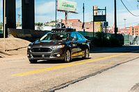 Uber ist eines von mehreren Dutzend Unternehmen, die eigene Systeme für autonom fahrende Autos entwickeln und auf öffentlichen Straßen in den USA testen.