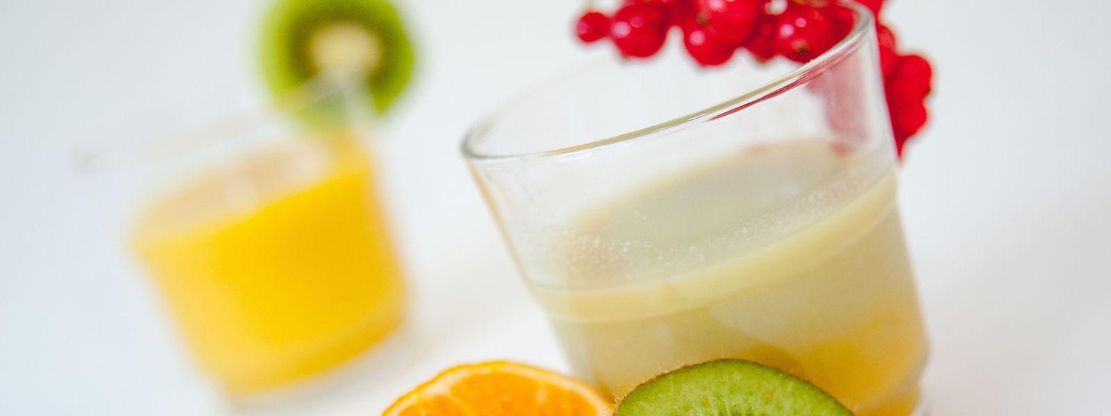 Wer nicht zu viel Zucker zu sich nehmen will, sollte Obst besser essen statt trinken. Oder gleich zu mehr Gemüse greifen.
