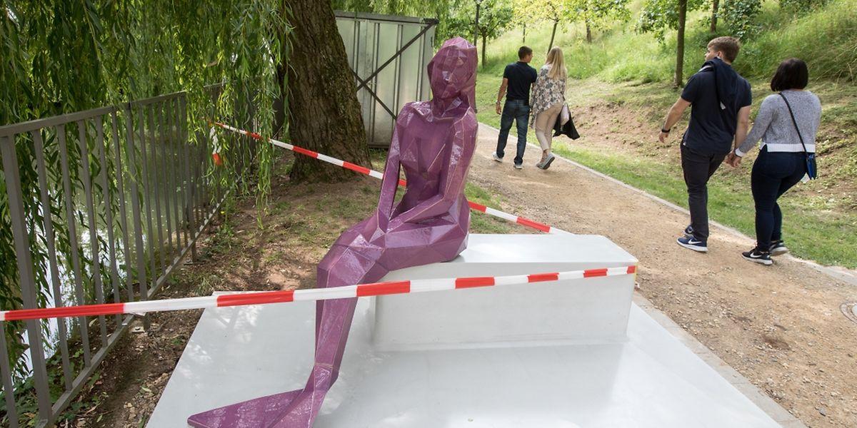 Die Melusina-Statue befindet sich wieder an ihrem Standort im Viertel Grund.
