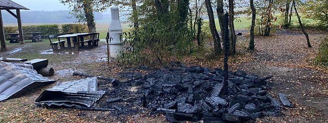 Es soll sich der Gemeinde zufolge um Brandstiftung handeln.