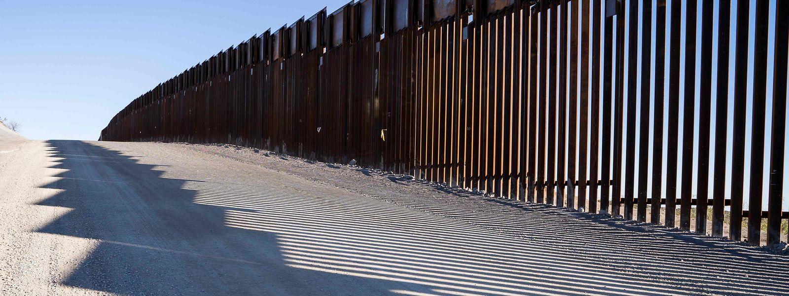 Die Grenze zu Mexiko's Highway 9 unweit von Santa Teresa. US-Präsident Donald Trump will die Grenze zum Nachbarstaat komplett sperren.
