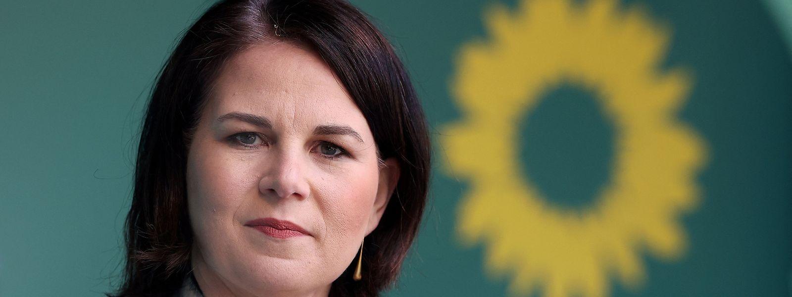 Kanzlerkandidatin Annalena Baerbock muss im Vorfeld des Grünen-Parteitags mit Kritik an ihrer Person umgehen.