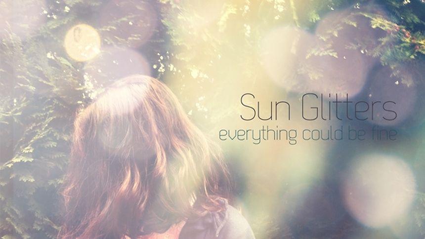 """Sein Debut-Album """"Everything Could Be Fine"""" brachte Sun Glitters 2011 auf dem Label """"LebensStrasse Records"""" heraus."""