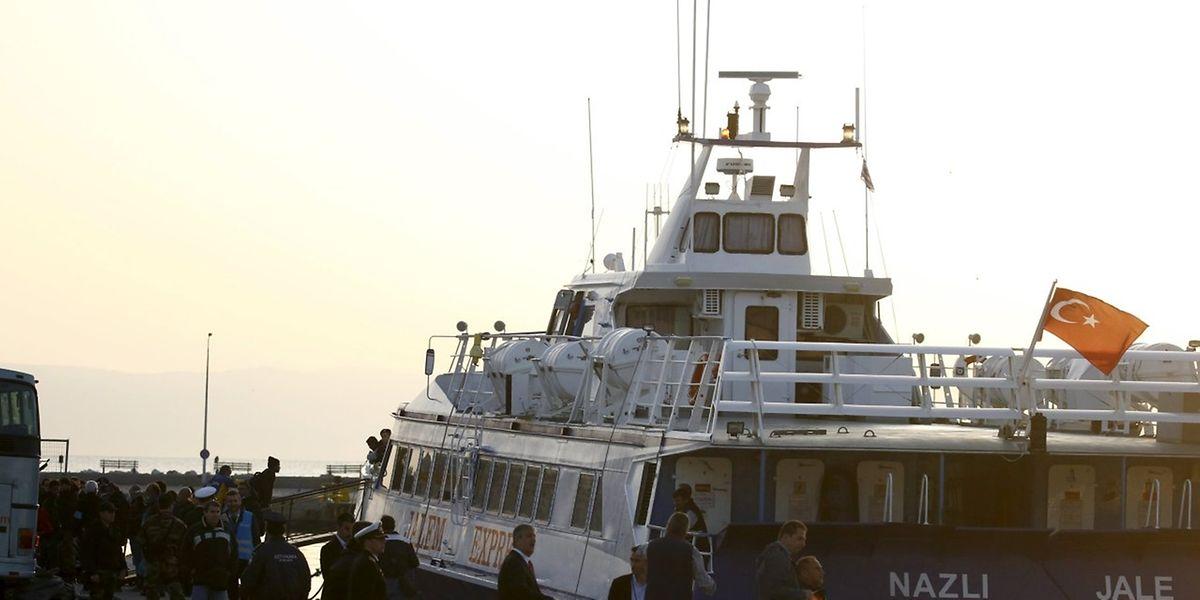 Bereits am Montag wurden Migranten mit Booten von Griechenland zurück in die Türkei gebracht.