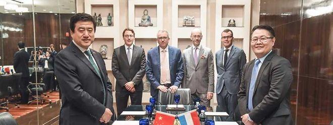 Chen Fei (ICBC), Maxim Straus (Cargolux), Pierre Gramegna, Dr. Marc Huebsch (Botschafter in China), Rol Reiland (Missionsleiter) und Richard Forson (Cargolux) während der Reise in China.
