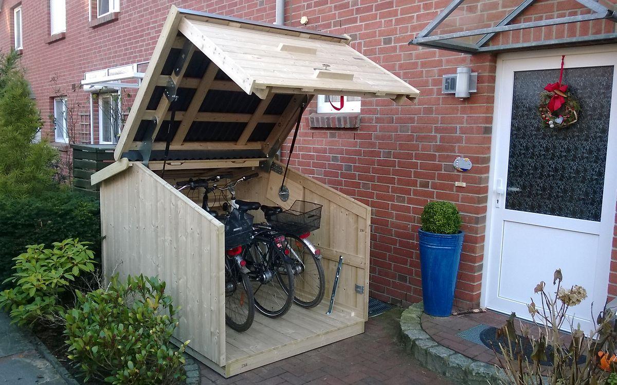 Gartenhaus mit besonderer Funktion: In diesem Holzhaus von Die Zweiradgarage finden alle Fahrräder der Familie einen trockenen Parkplatz (ab 1820 Euro).