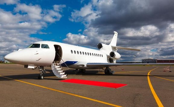 Bei rund der Hälfte der Dienstreisen ins Ausland (138 Mal) diente das Flugzeug als Verkehrsmittel.