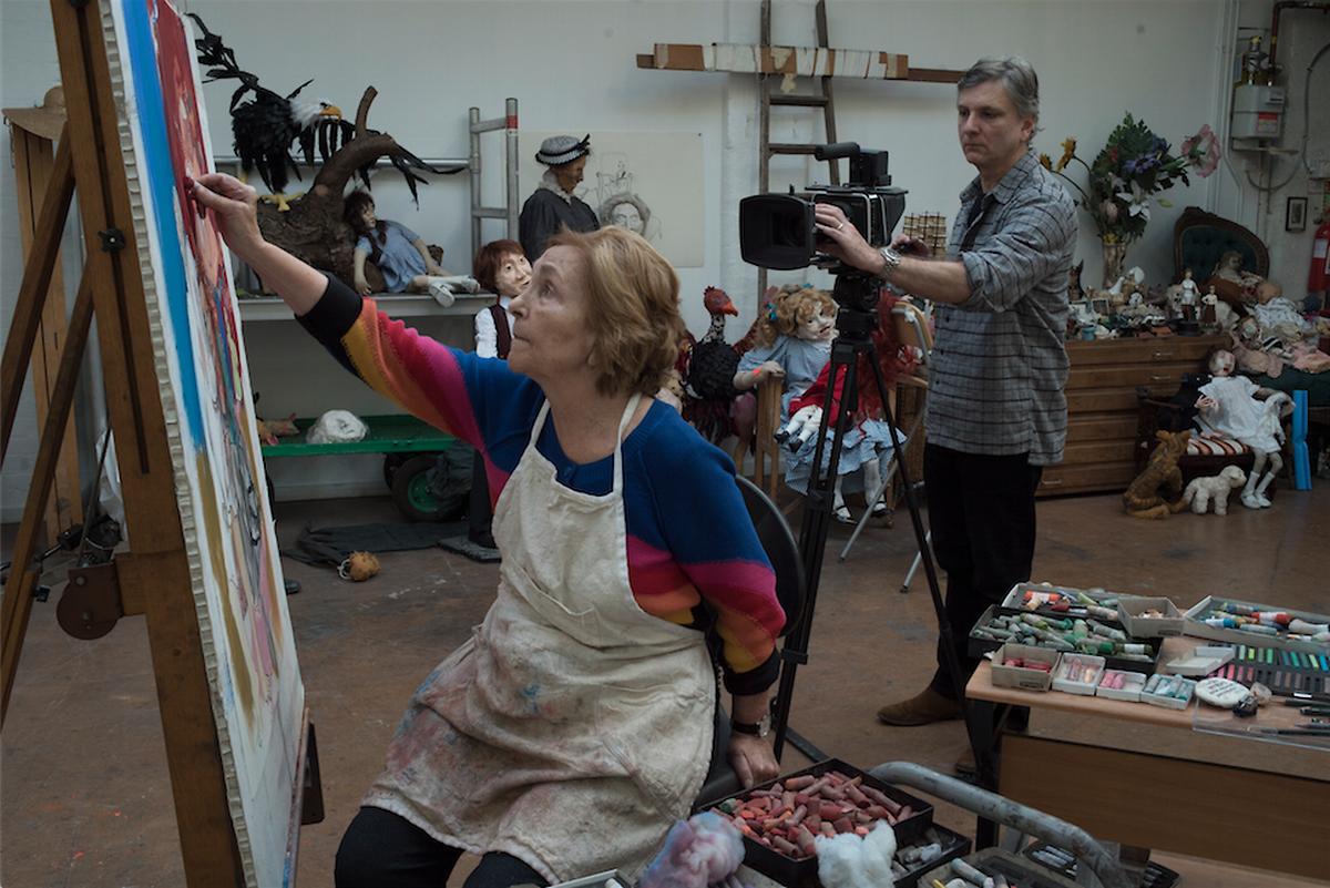 """Nick Willing e Paula Rego durante as filmagens de """"Histórias & Segredos""""."""
