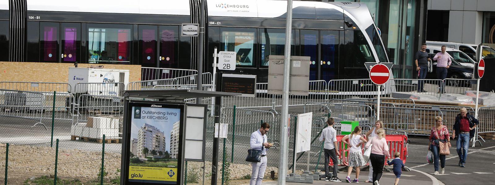 Von der Bushaltestelle an der Stäreplaz bis zur Tram sind es nur ein paar Schritte: Ein Qualitätsgewinn für Personen, die aus dem Westen nach Kirchberg wollen.