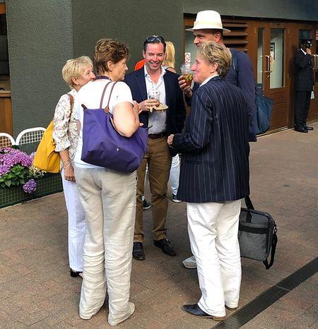 Erbgroßherzog Guillaume (M.) war am Dienstag in Wimbledon zu Gast und unterhält sich hier mit den Organisatoren der BGL BNP Paribas Luxembourg Open.