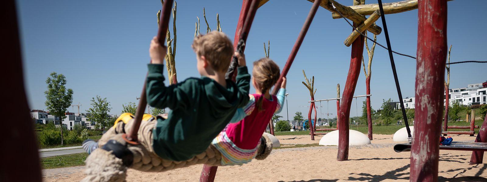Den Kindern beim Schaukeln zuzusehen, ist vielleicht nicht spannend, aber fördert die Bindung.