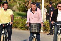 Benalla begleitete Macron als Sicherheitsbeamter - hier im renommierten Ferienort Le Touquet.
