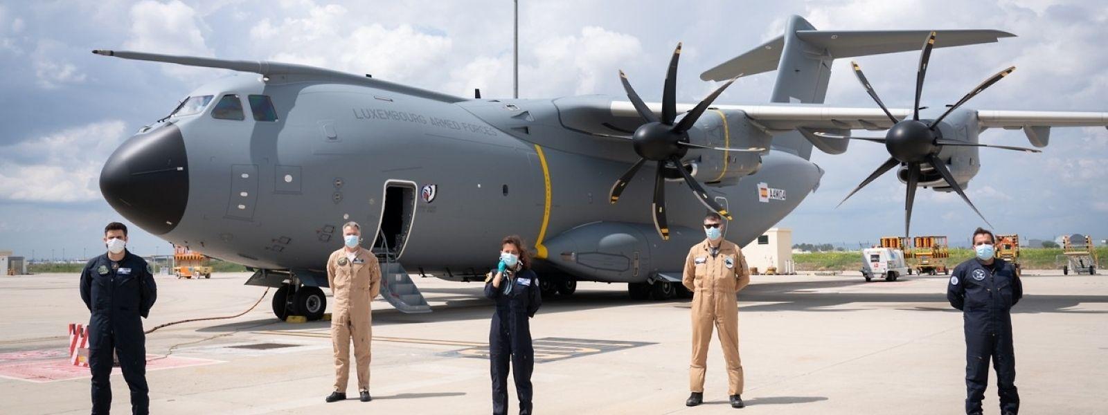 Les règles de distanciation sociale ont aussi été respectées sur le tarmac sévillan lors du vol inaugural de l'Airbus A400M