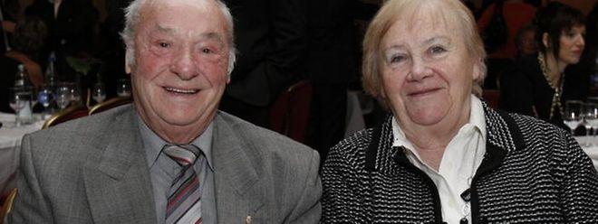 """Yvonne Stoffel-Wagener, hier zusammen mit ihrem Mann Josy, wurde 2011 im Rahmen der Gala des Luxemburger Sportpresseverbands sportspress.lu in Mondorf mit dem erstmals verliehenen """"Prix du fair-play"""" ausgezeichnet."""