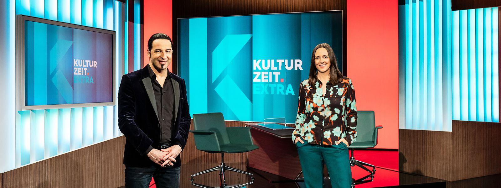 Bülent Ceylan und 3sat-Moderatorin Nina Brunner.