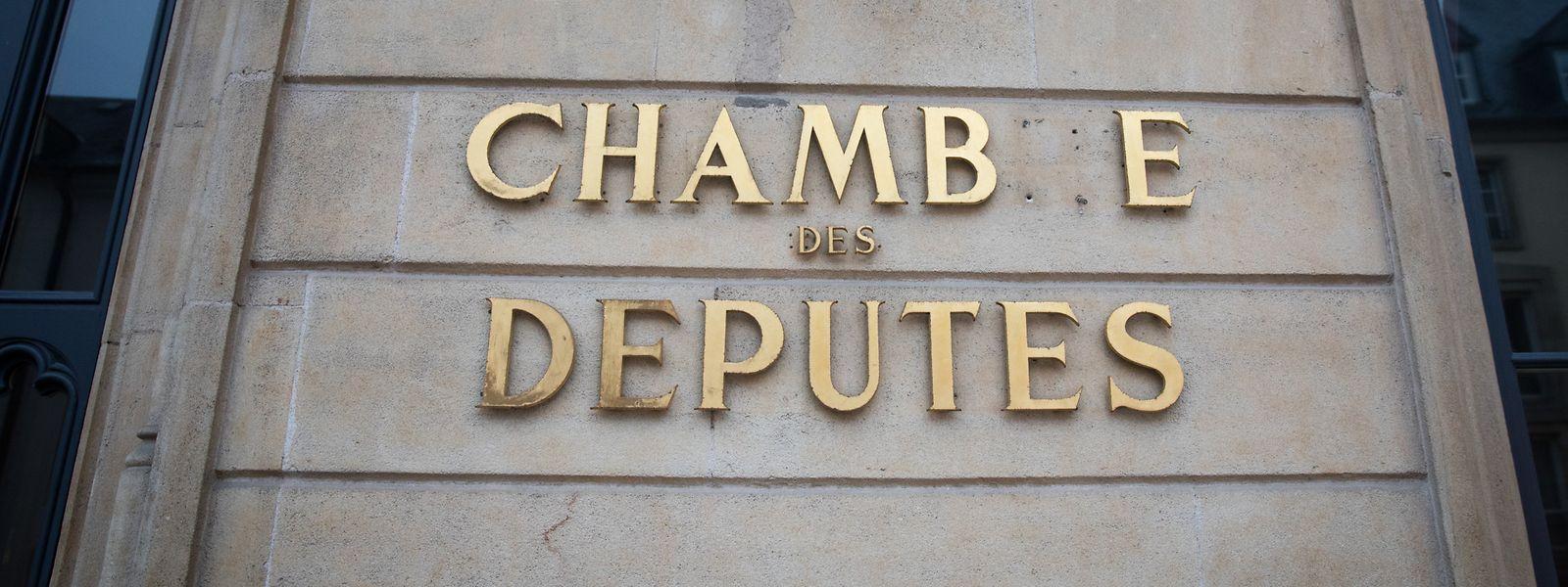 An der Fassade des Parlaments fehlt nun der Buchstabe R.