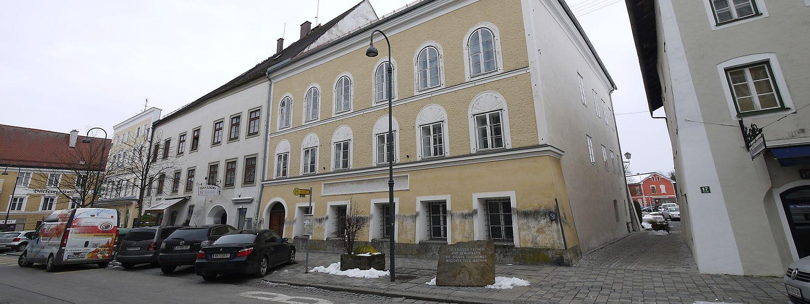 Das Geburtshaus von Adolf Hitler (M).