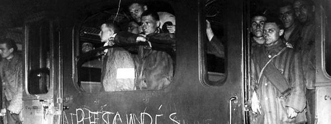Un convoi de rescapés du camp de Buchenwald.