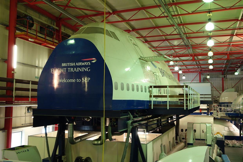 British Airways verfügt über eine Anlage mit mehreren beweglichen Kabinen-Modellen, an denen Crews für alle Notsituationen geschult werden können.