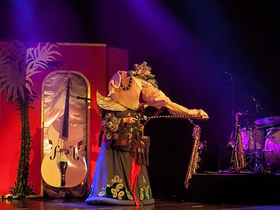 The Petits Fours Burlesque Show & The Firebirds verschmelzen zur Firebirds Burleque Show im Trifolion in Echternach.