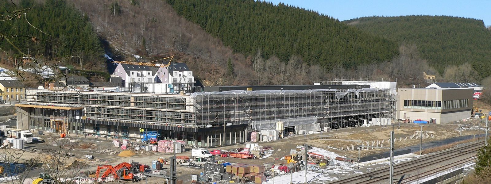Der Panoramablick auf das neue Lycée Edward Steichen gibt inzwischen ein beeindruckendes Bild ab.
