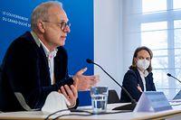 (de g. à dr) Jean-Claude Schmit, directeur de la Santé ; Corinne Cahen, ministre de la Famille et de l'Intégration