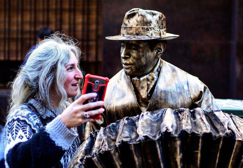 Buenos Aires. Immobilität als Kunst. In der argentinischen Hauptstadt Buenos Aires fand der 20. Wettbewerb für lebende Statuen statt.