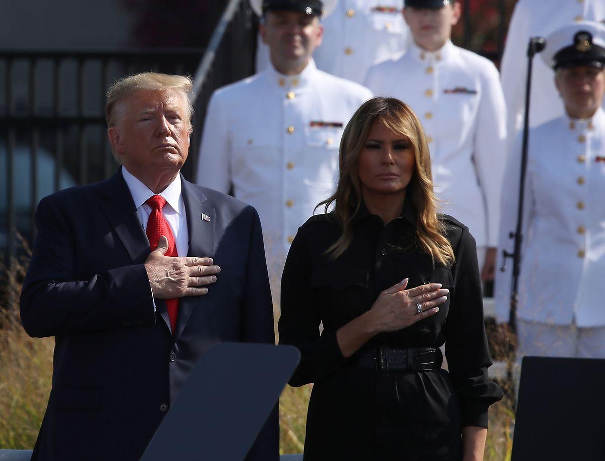 Das Präsidentenpaar legte am Mittwoch in Washington eine Gedenkminute ein.