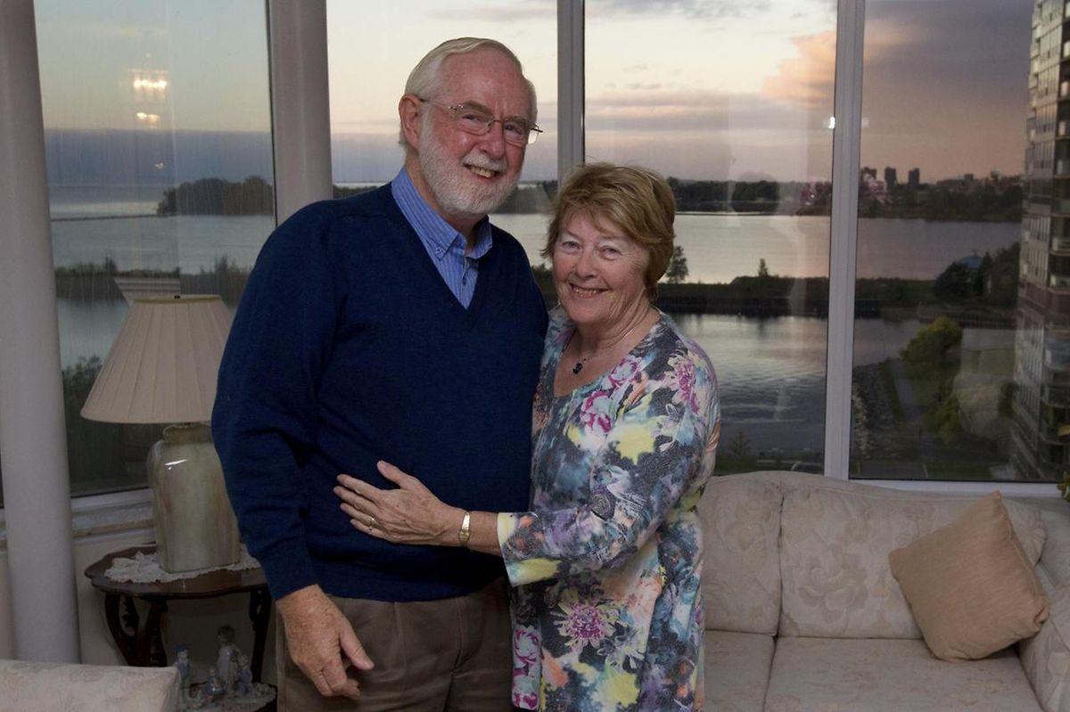 Arthur McDonald freute sich gemeinsam mit seiner Frau über die Auszeichnung.