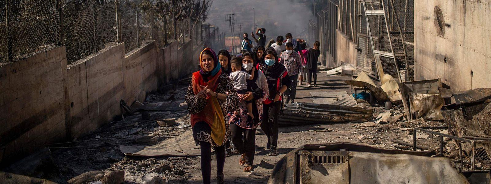 Près de 12.000 personnes se retrouvent dans une situation encore plus critique après le sinistre qui a ravagé le campement insalubre et surpeuplé.