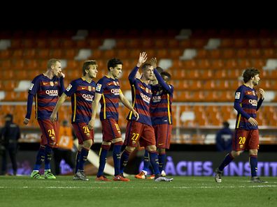 Die junge Garde des FC Barcelona feiert den Final-Einzug.
