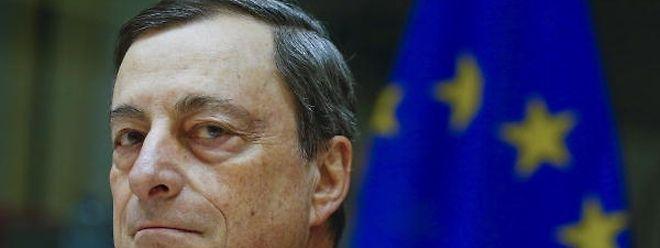 Mario Draghi, presidente do Banco Central Europeu (BCE), vai revelar amanhã o rumo a dar à política de estímulos à economia europeia.