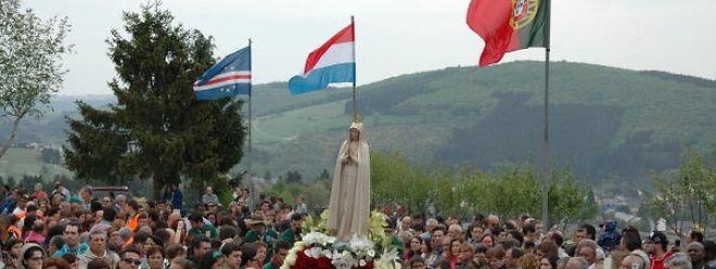 Luxemburgische, portugiesische und kapverdianische Pilger bei der Fatima-Wallfahrt.