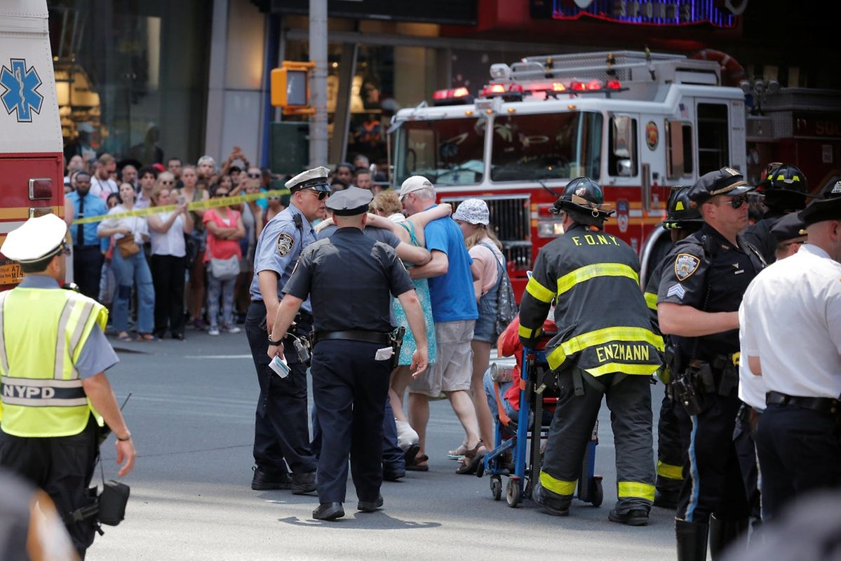 First responders tend to injured pedestrians after a vehicle struck pedestrians on a sidewalk in Times Square in New York, U.S., May 18, 2017.  REUTERS/Lucas Jackson