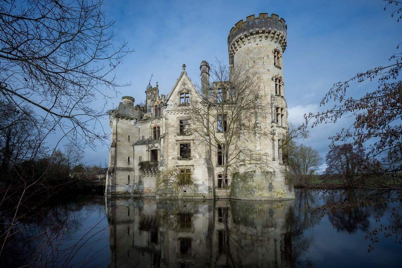 Le site du château de La Mothe-Chandeniers offre des vues spectaculaires.
