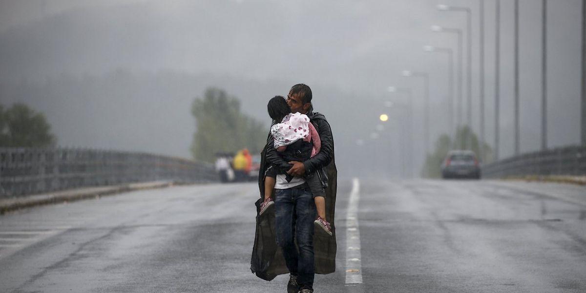 """Reuters und die New York Times haben den Preis für """"Breaking News Photography"""" gewonnen. Sie begleiteten Flüchtlinge auf ihrem Weg nach Europa."""