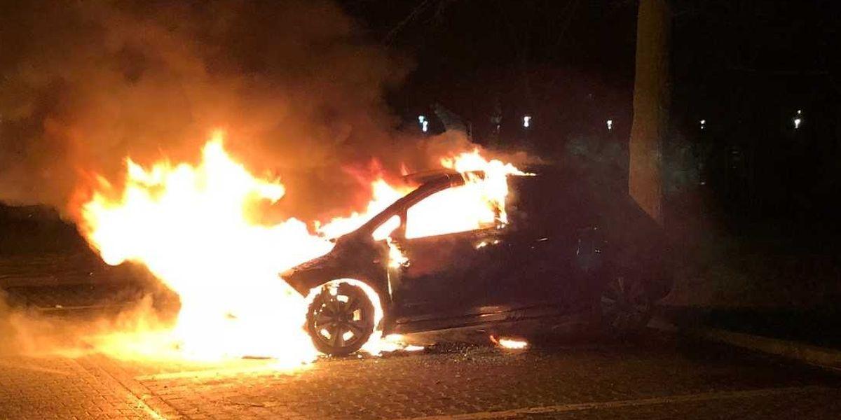 Fahrzeugbrände können vielfältige Ursachen haben - technische Defekte, Unfälle, Brandstiftung.